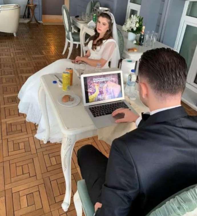 sposo gioca a FM il giorno del suo matrimonio